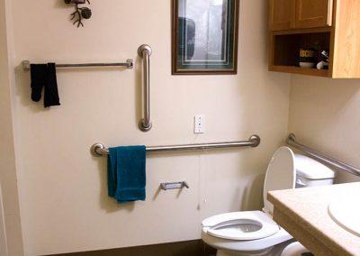 creekside-manor-bathroom